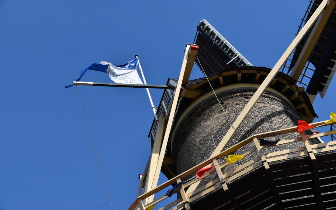 Molen Aeolus steekt de vlag uit!